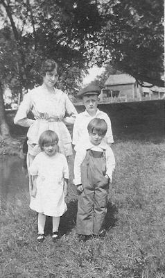Jane Caroll Tillotson and her children