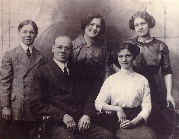 Family of John Frank Gross and Martha Reyels