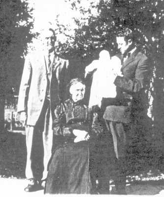 Marion, Molly, Fred, and Lucille Tillotson
