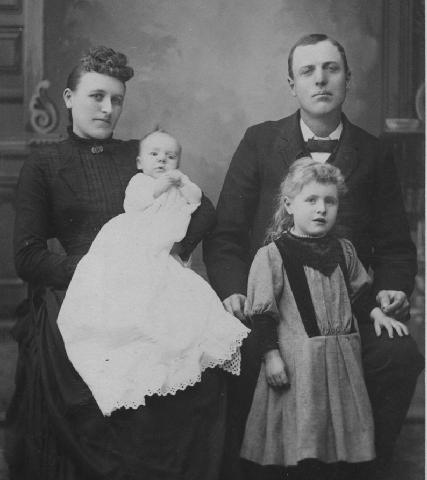 Family of Milo Chester Munson and Nellie May Swarthout