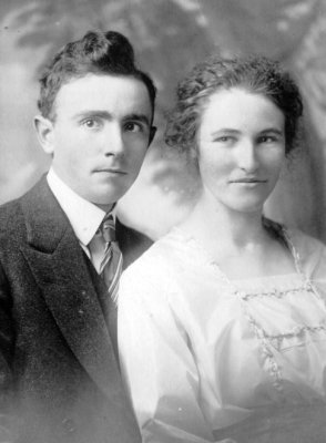 Myrtle Lauretta Burwell and Leon Dewey Morrice wedding picture